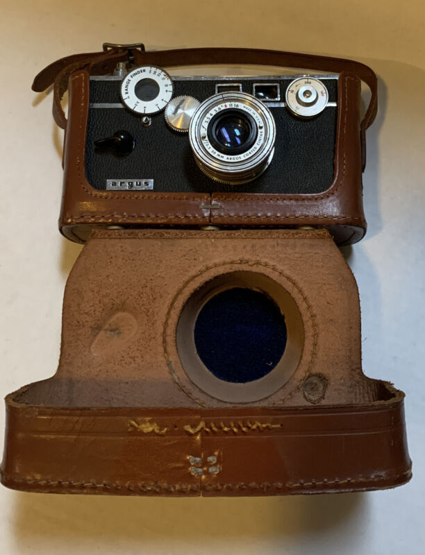 Vintage Argus Camera with 50 mm lens With Case