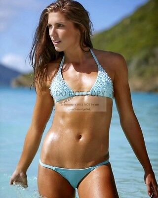 ALEX MORGAN AMERICAN SOCCER PLAYER PIN UP - 8X10 PUBLICITY PHOTO - Soccer Player Photo