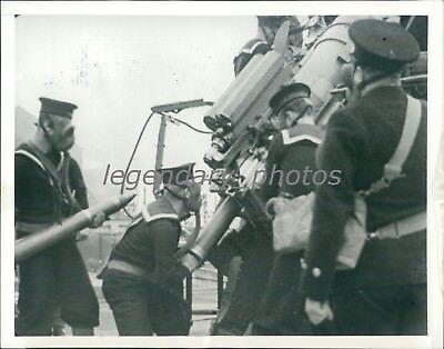 1939 WWII British Sailors Load Anti-Aircraft Gun Original News Service - Anti Aircraft Guns Wwii