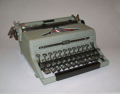 Old Vtg 1949 Royal Quiet De Luxe Portable Manual 40s Typewriter Works Great Nice