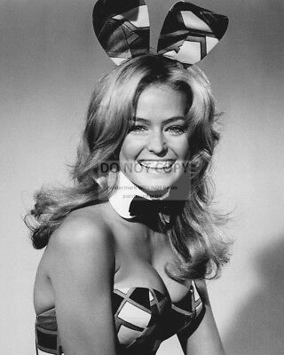 FARRAH FAWCETT IN A PLAYBOY BUNNY COSTUME - 8X10 PUBLICITY PHOTO (CC238)