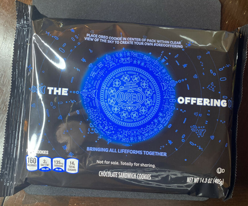 The OREO Offering Limited To 3,000 Edition ET Alien Oreo Cookies IN HAND