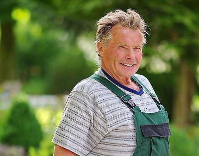 Selbst mit 76 Jahren hat Gerhard die Hoffnung auf die große Liebe nicht aufgegeben. (© RTL)