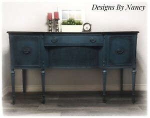 Gorgeous Solid Wood Antique Sideboard/Buffet!
