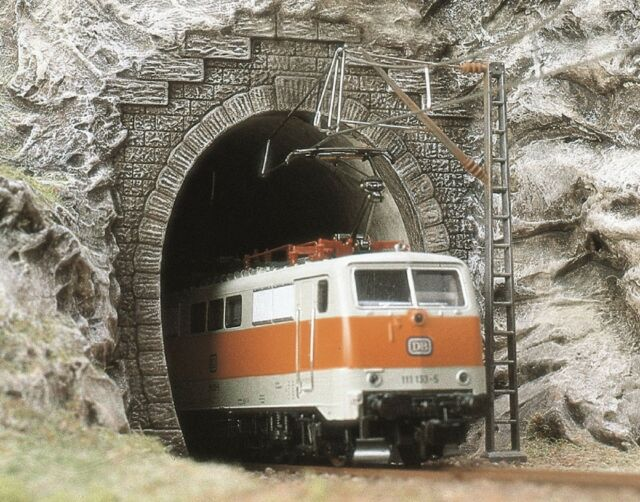 BUSCH 7026 H0, 2 Tunnelportale, E-Lok-Portale, 1-gleisig, Neu