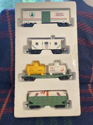 "HO Scale ""Model Power"" Christmas Holiday Wreath Train Car Set, No. 9700"