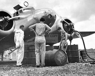 AMELIA EARHART OVERSEES REFUELING LOCKHEED ELECTRA AIRCRAFT - 8X10 PHOTO (CC706)