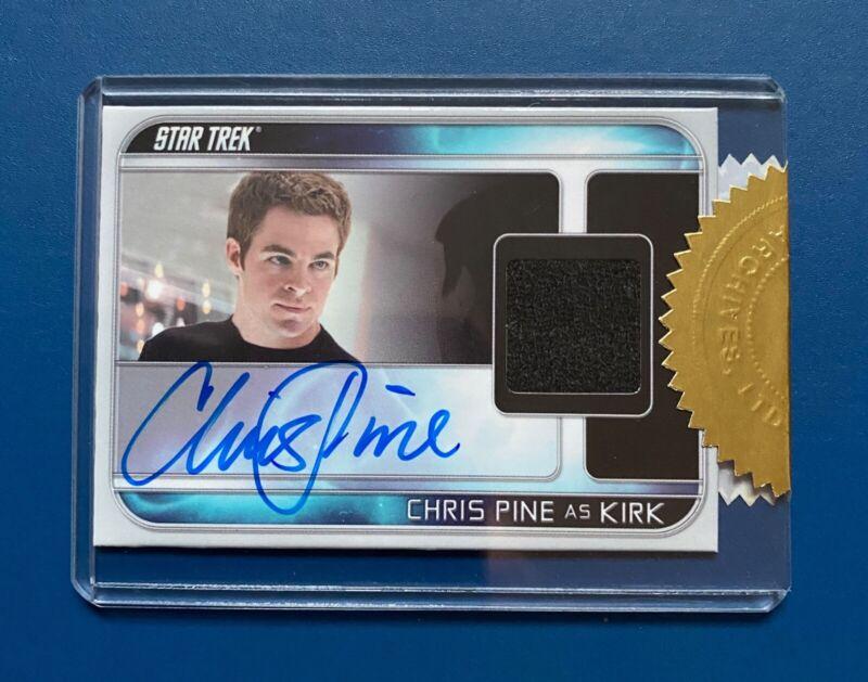 STAR TREK INTO DARKNESS COLLECTORS SET - AUTOGRAPH CHRIS PINE as Captain Kirk
