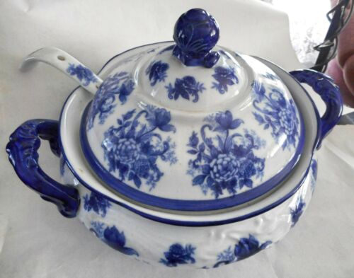 Cracker Barrel Tureen with Ladle Soup Bowl Server Blue & White