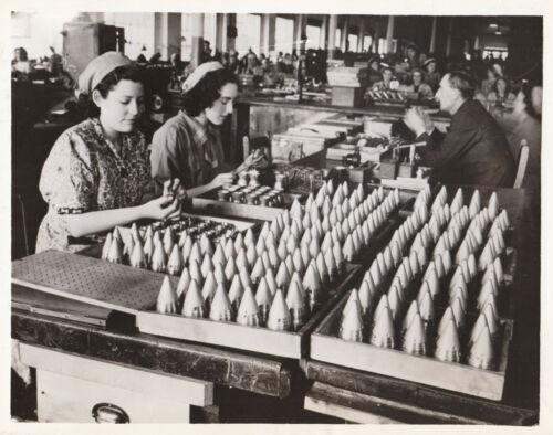 BRITISH WOMEN LABOR FOR DEFENSE EFFORT~ 2 PHOTOS)~(SHELLS & TANK REPAIR)~1940