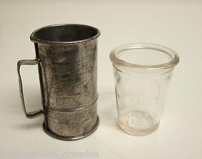 2 kleine alte Messbecher Glas Metall 20 ml