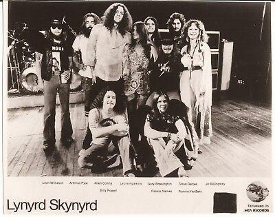 LYNYRD SKYNYRD - PRESS PHOTO WITH STEVE GAINES & HONKETTES-REPRINT FROM ORIGINAL