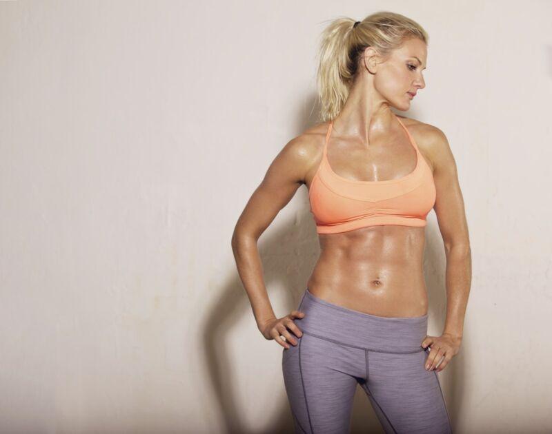 Bauchtrainer unterstützen den Aufbau der Bauchmuskulatur. (Foto: Thinkstock)