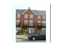 Rooms to let in Beautiful Modern Town House