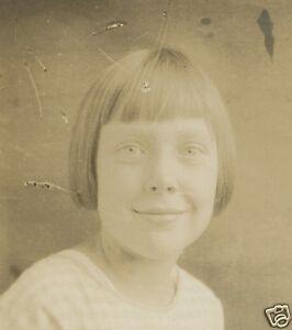 VINTAGE-AMERICAN-ANGEL-GIRL-ARTISTIC-PORTRAIT-BLUE-EYES-PEACEFUL-POSE-OLD-PHOTO