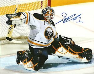 Jhonas-Enroth-Hand-Signed-8x10-Photo-Buffalo-Sabres-NHL-Autograph