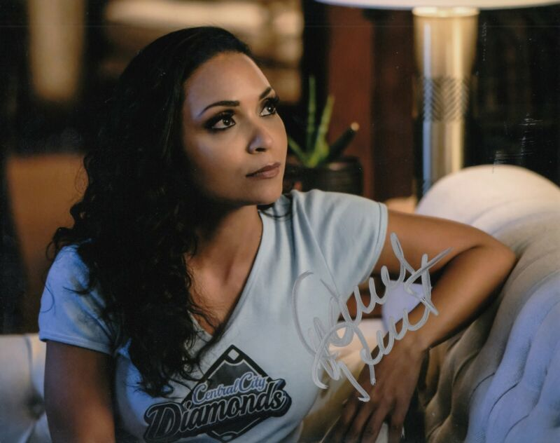 DANIELLE NICOLET signed (THE FLASH) 8X10 photo *Cecille Horton* W/COA #3