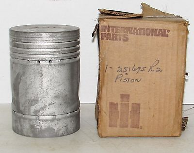 Ih International Wd9 Td9 Nos Piston 251695r2