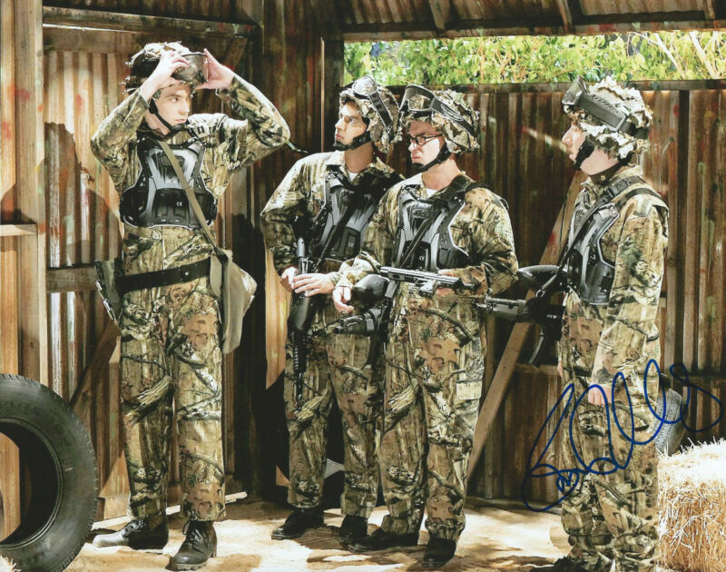 **GFA The Big Bang Theory *SIMON HELBERG* Signed 8x10 Photo S1 COA**