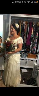 Vintage wedding dress with matching headband