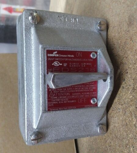 Cooper Crouse Hinds EDS218 20A, 2 Pole Snap Switch