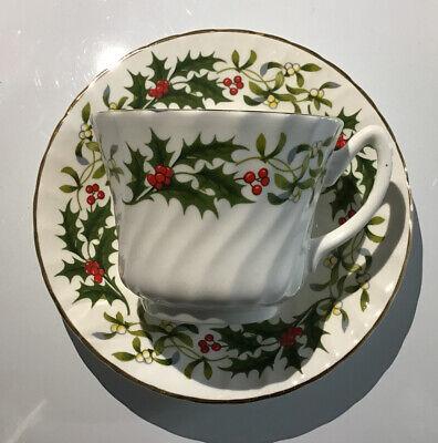 Brighten The Season Christmas Holly Cup /& Saucer Set