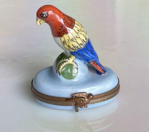 Signed CM Limoges France Peint Main Parrot Trinket Box w/bird clasp LOOK!