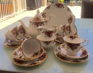 Royal Albert OLD COUNTRY ROSES 22 pc Tea Set ENGLAND c1963 Kangaroo Point Brisbane South East Preview