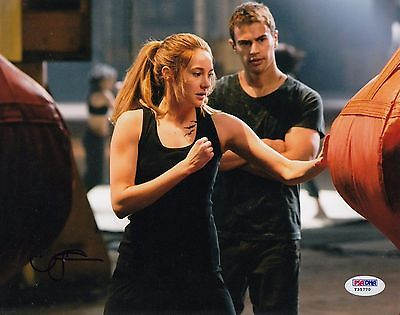 Shailene Woodley Autographed Divergent Insurgent Tris 8X10 Photo Psa Dna Y35770