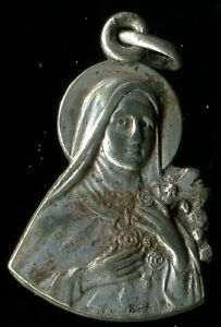 ANTIQUE SILVERED MEDAL OF ST THERESE OF CHILDREN JESUS - France - ANTIQUE SILVERED MEDAL OF ST THERESE OF CHILDREN JESUS 0.85 INCH WITHOUT THE BAIL - France