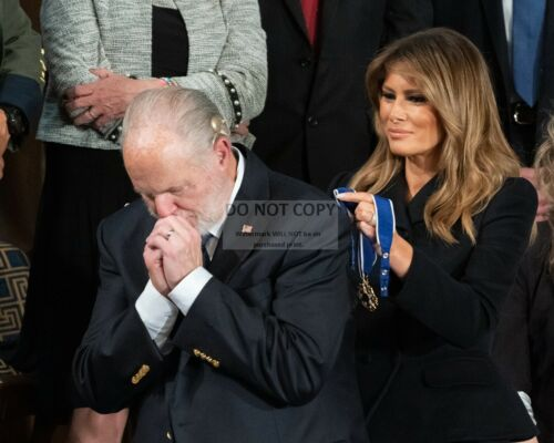 MELANIA TRUMP PRESENTS MEDAL OF FREEDOM TO RUSH LIMBAUGH - 8X10 PHOTO (SP430)