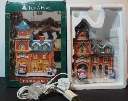"""TRIM-A-HOME CHRISTMAS COLLECTION  """"FIRE STATION NO. 6""""  LIGHTS UP"""