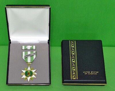 Vietnam Campaign Medal Display Presentation set (CASE MEDAL MOUNTED RIBBON -