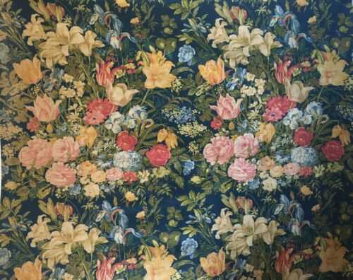 Lovely 20th Century  French Printed Linen Floral Fabric (2916)