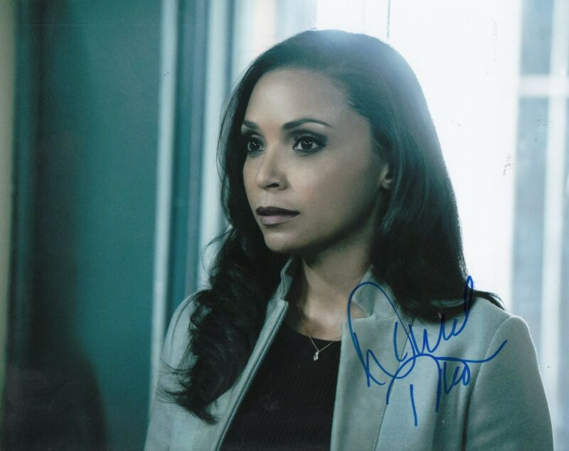 DANIELLE NICOLET signed (THE FLASH) 8X10 photo *Cecille Horton* W/COA #1