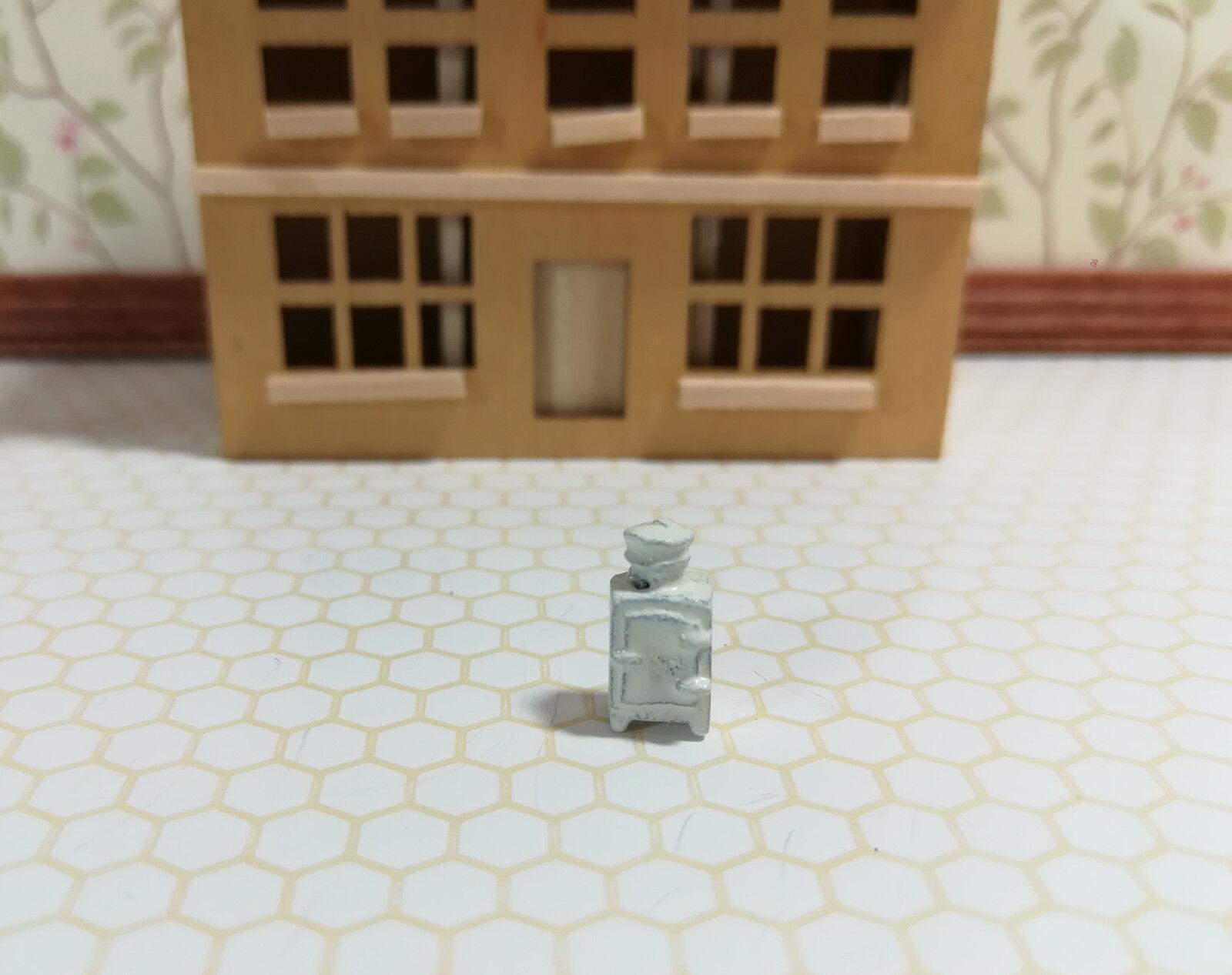 Dollhouse Miniature 1:144 Scale Vintage Style White Kitchen