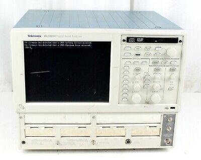Tektronix Dsa8200 Digital Serial Analyzer Power Tested For Parts Repair No Hdd