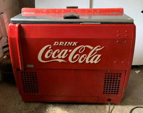 Coca-Cola cooler 1950s Westinghouse Mod. WD12 . Original paint and parts.
