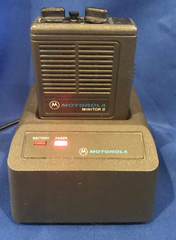 Motorola Minitor II Low-Band Pager 1 Frequency 33.86 MHz with Battery & Charger