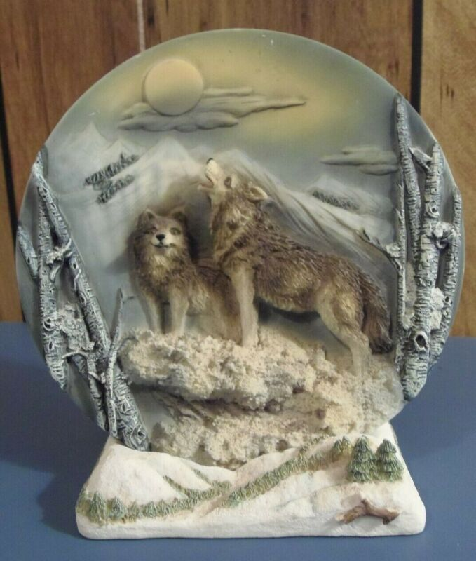 Two Piece- 3D Relief- Two Wolves/Coyotes- Plate with Stand