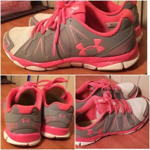 Women's UNDER ARMOUR Sneakers Size 9.5