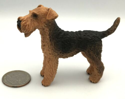 Schleich AIREDALE TERRIER Adult 2004 Retired Dog Figure 16336 RARE!