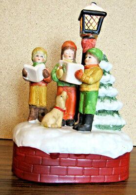 VTG Christmas Carolers Musical Lighted Lamp Post 1986 Christmas Around The World