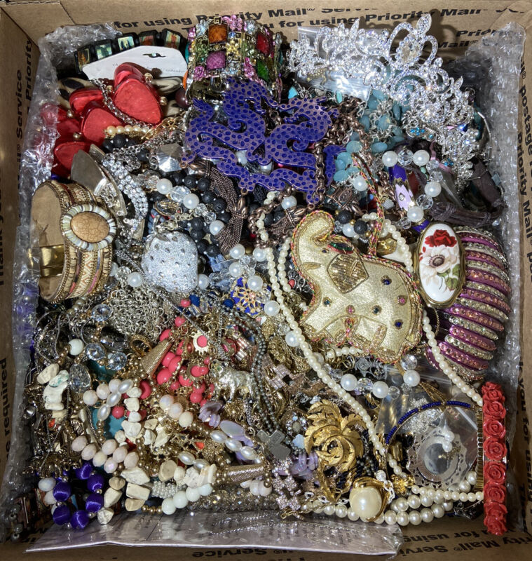 6 Pounds, (*ALL WEAR*) Vintage To Now, Layered Box- Estate; Some Signed + CROWN