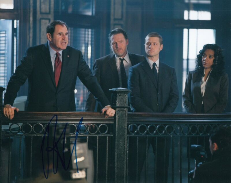 RICHARD KIND signed (GOTHAM) Batman 8X10 photo *AUBREY JAMES* autograph W/COA #1