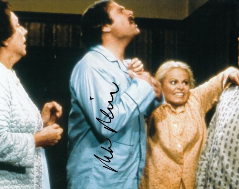 ROB REINER signed (ALL IN THE FAMILY) 8X10 W/COA *Michael 'Meathead' Stivic*  #1