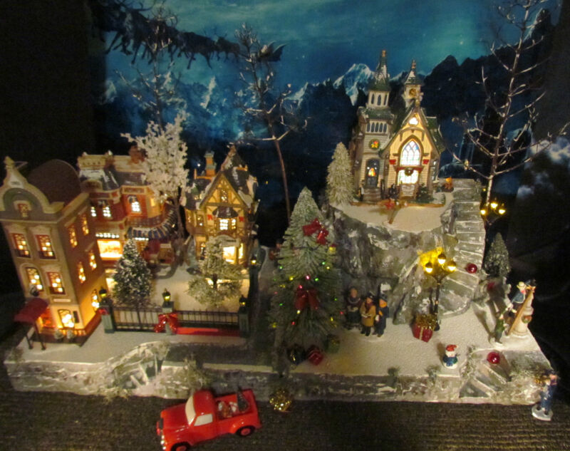 Christmas Village Display, MOUNTAIN OVERLOOK platform base 28x12 Dept 56 stand