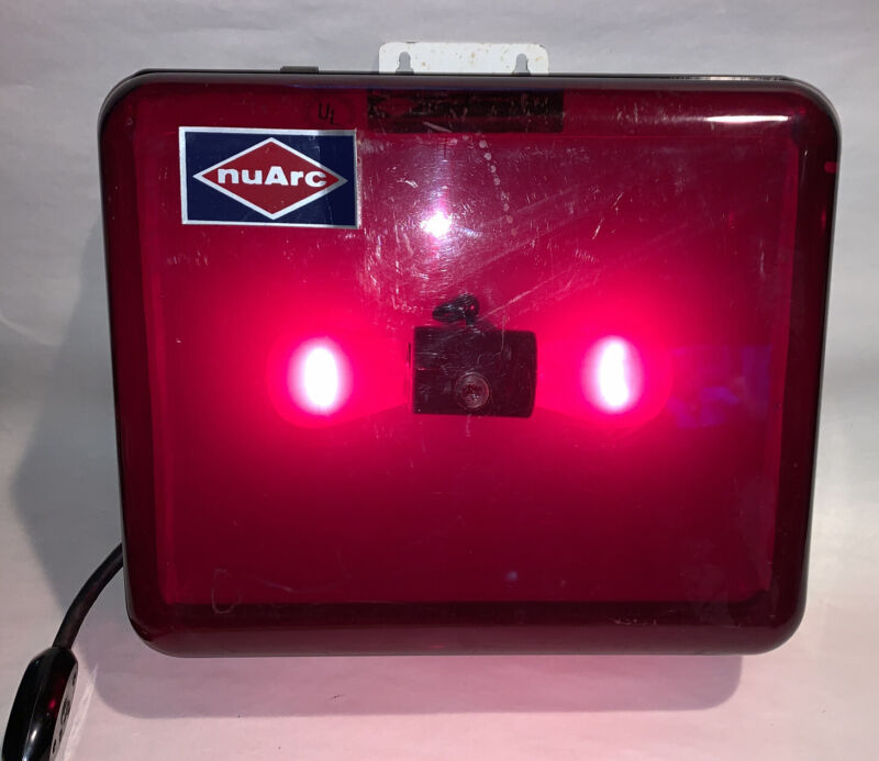 NUARC DLB1012 DARKROOM RED LIGHT WITH LENS AND SWITCHED AC CORD, Free Shipping