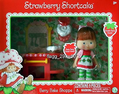 *Strawberry Shortcake* 1980's CLASSIC BERRY BAKE SHOPPE PLAYSET with DOLL