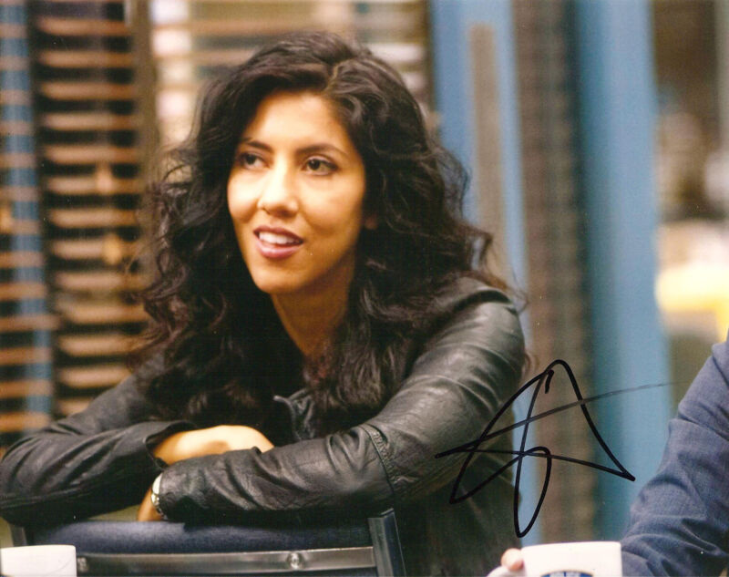 STEPHANIE BEATRIZ SIGNED 8X10 PHOTO EXACT PROOF COA AUTOGRAPH BROOKLYN NINE NINE